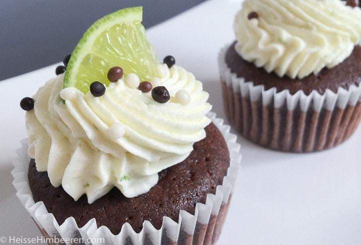 schoko cupcakes mit frischkäse-frosting