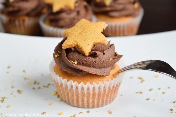 Ein Marzipan Cupcake mit Gabel
