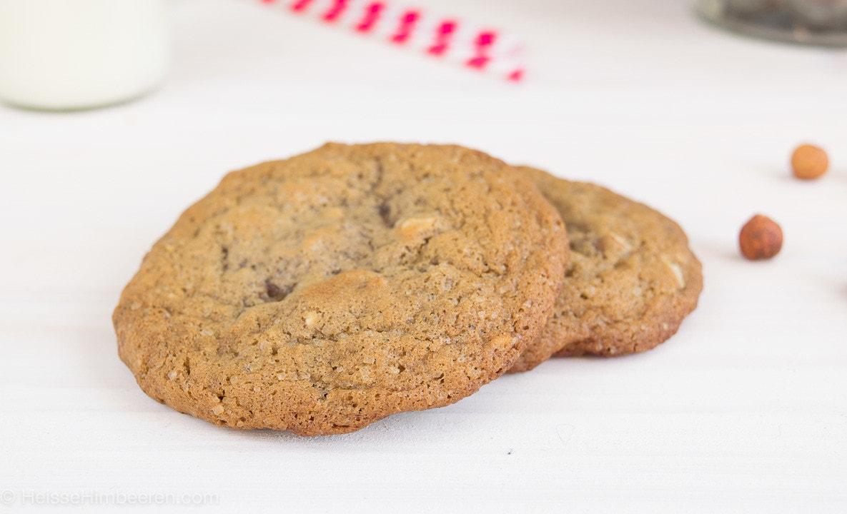 Zwei Nougat Cookies auf einem Tisch