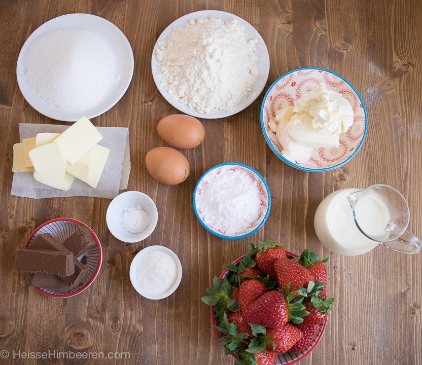 Die Zutaten für die Erdbeer Cupcakes