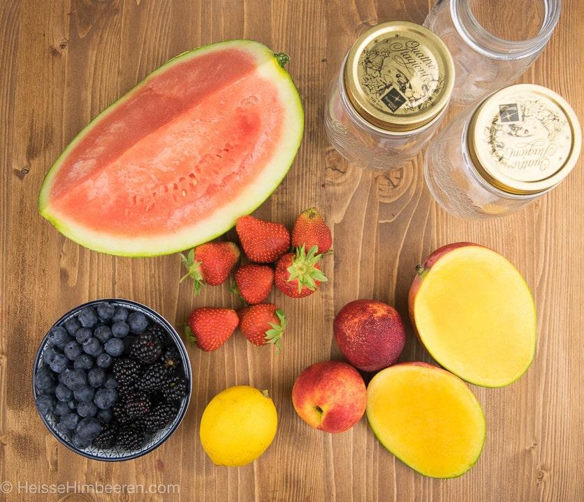 Die Zutaten zum Obstsalat