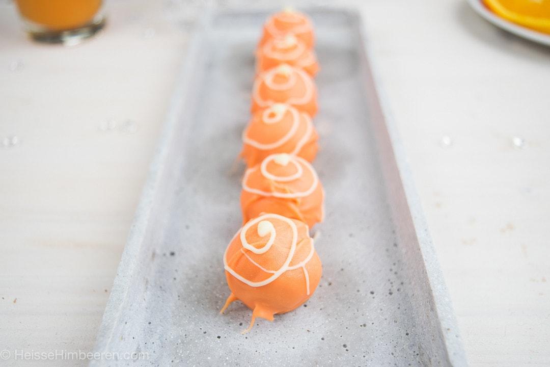 Campari Orange Pralinen auf einem länglichen Teller