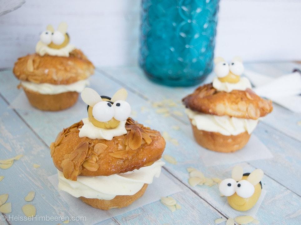 Bienen Muffins auf einem Tisch