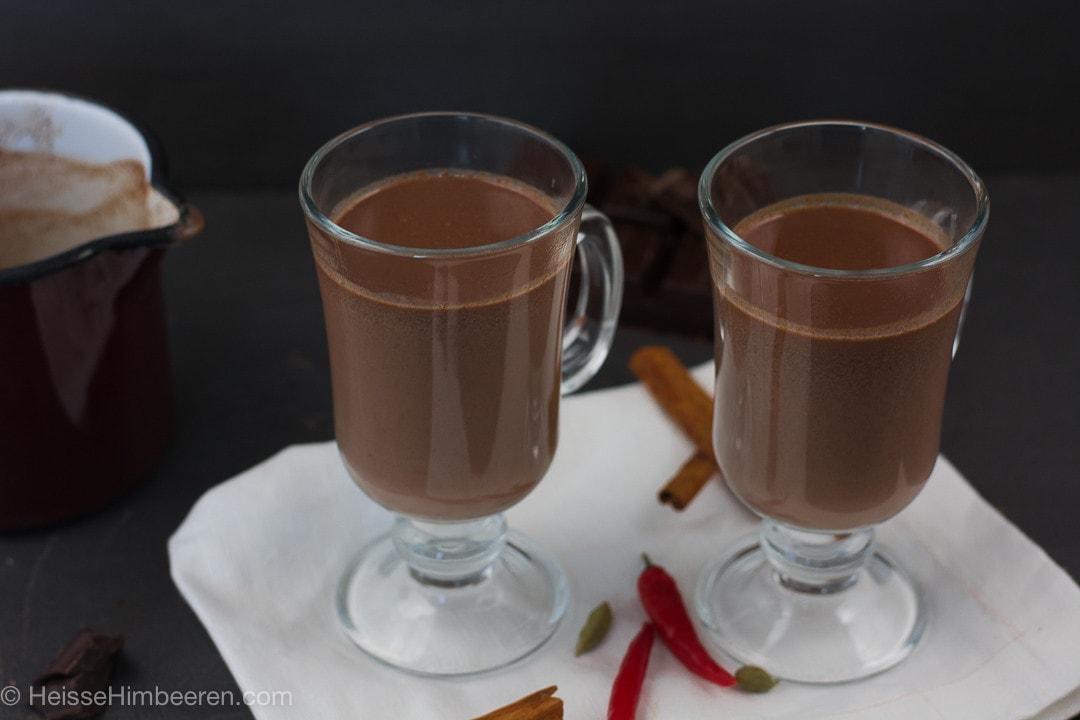 Zwei heiße Schokoladen im Glas