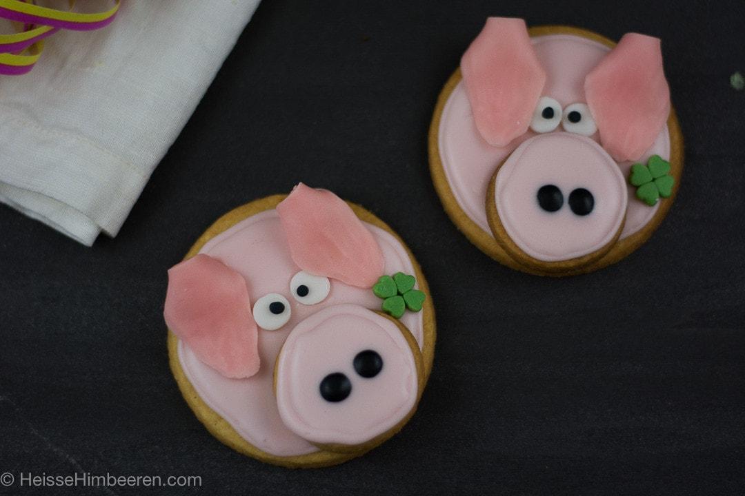 Glücksschweinchen selber backen aus Mürbeteig