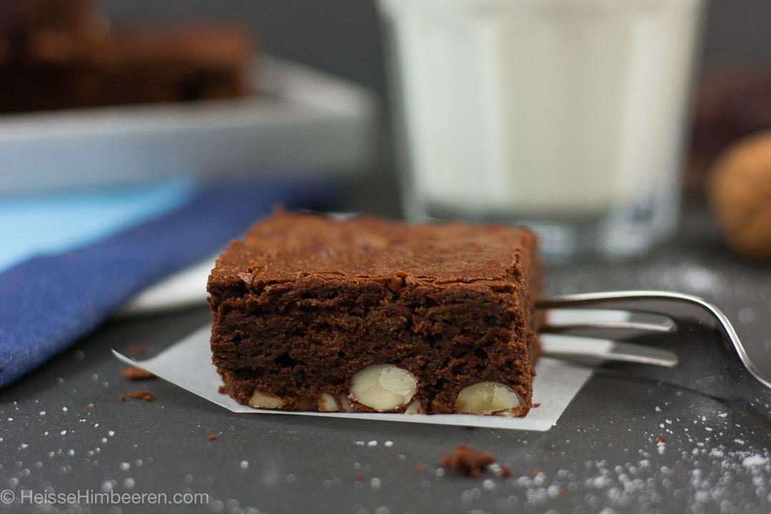 Ein Nutella Brownie mit einer Gabel
