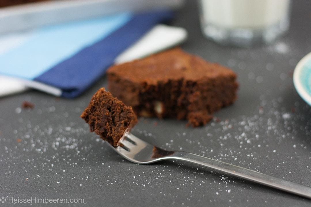 En Stück Nutella Brownies auf einer Gabel