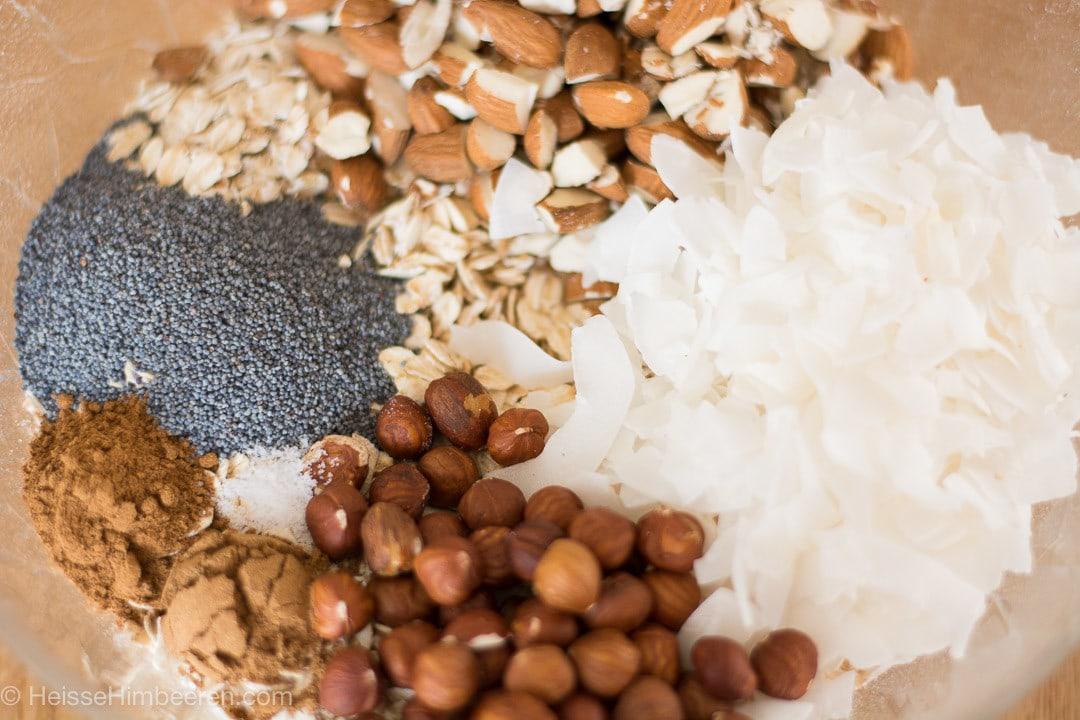 Die Zutaten für ein Winter Granola