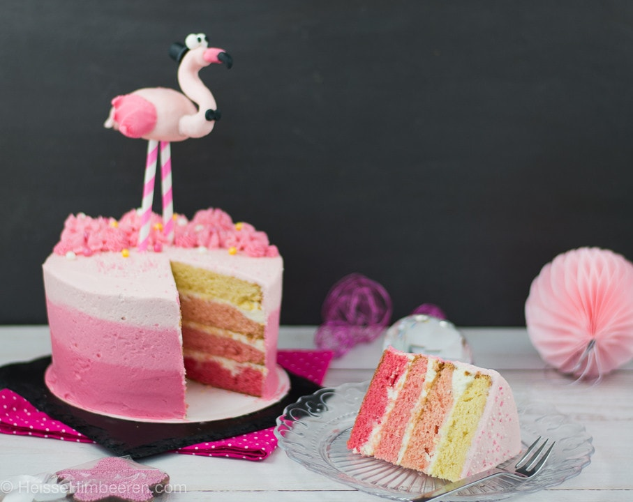 Eine Flamingo Torte mit Flamingo