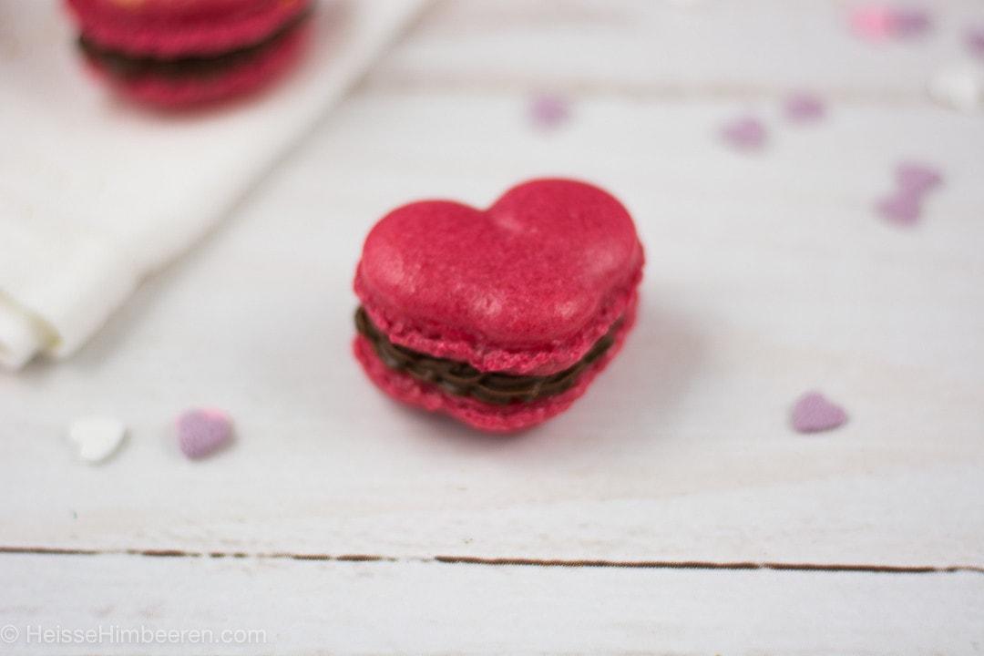 Im Fokus ein Herz Macaron