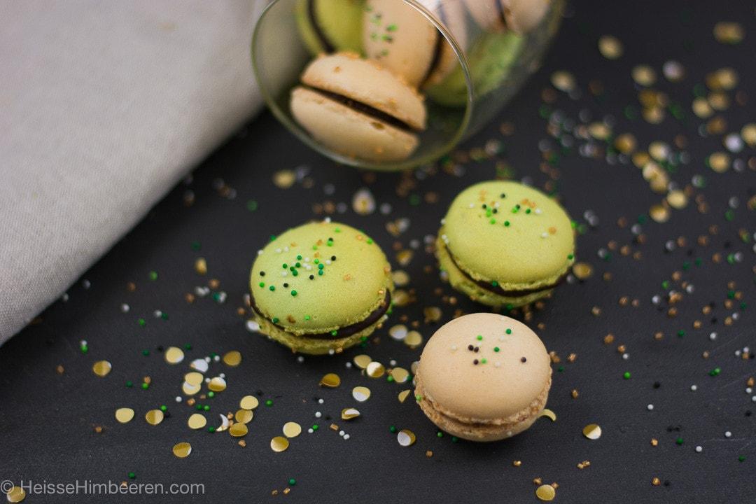 St Patricks Day Macarons mit Gold
