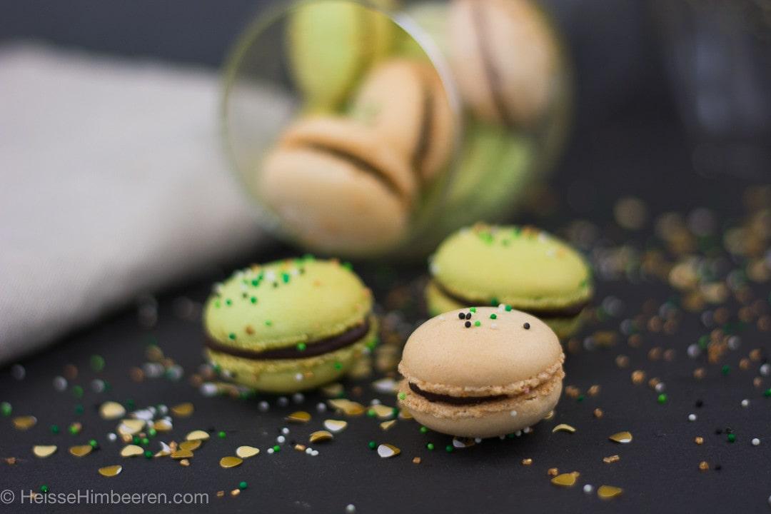 St Patricks Day Macarons in grün und beige