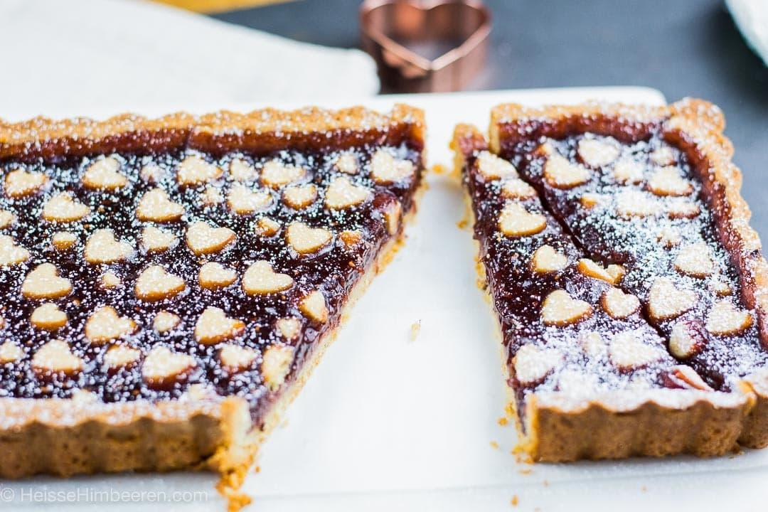 Ein Kuchen für verliebte. Es fehlt ein Stück aus der Torte