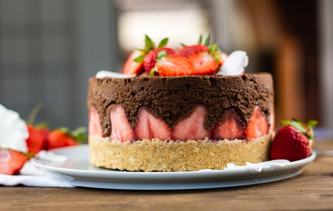 Eine Erdbeertorte ohne backen mit Schokolademousse