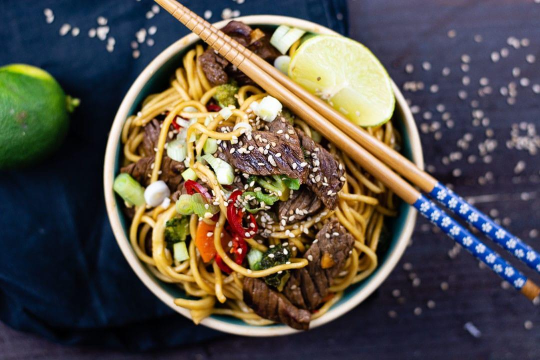 Asia Rezepte Nudeln mit Rindfleisch