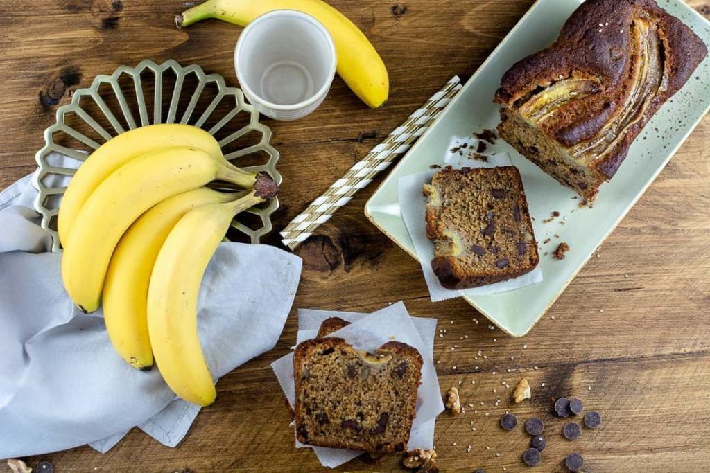 Ein Bananenkuchen mit Bananen