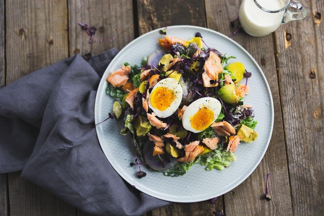 Ein leckerer Salat von oben