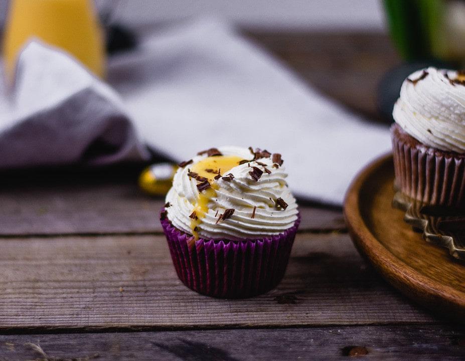 Ein Eierlikör Cupcake aus der Nahaufnahme