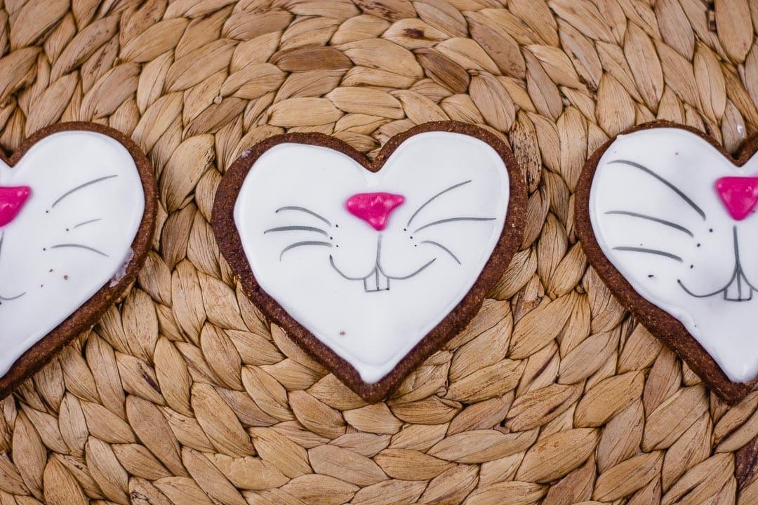 Ein Keks mit Osterhasen Gesicht