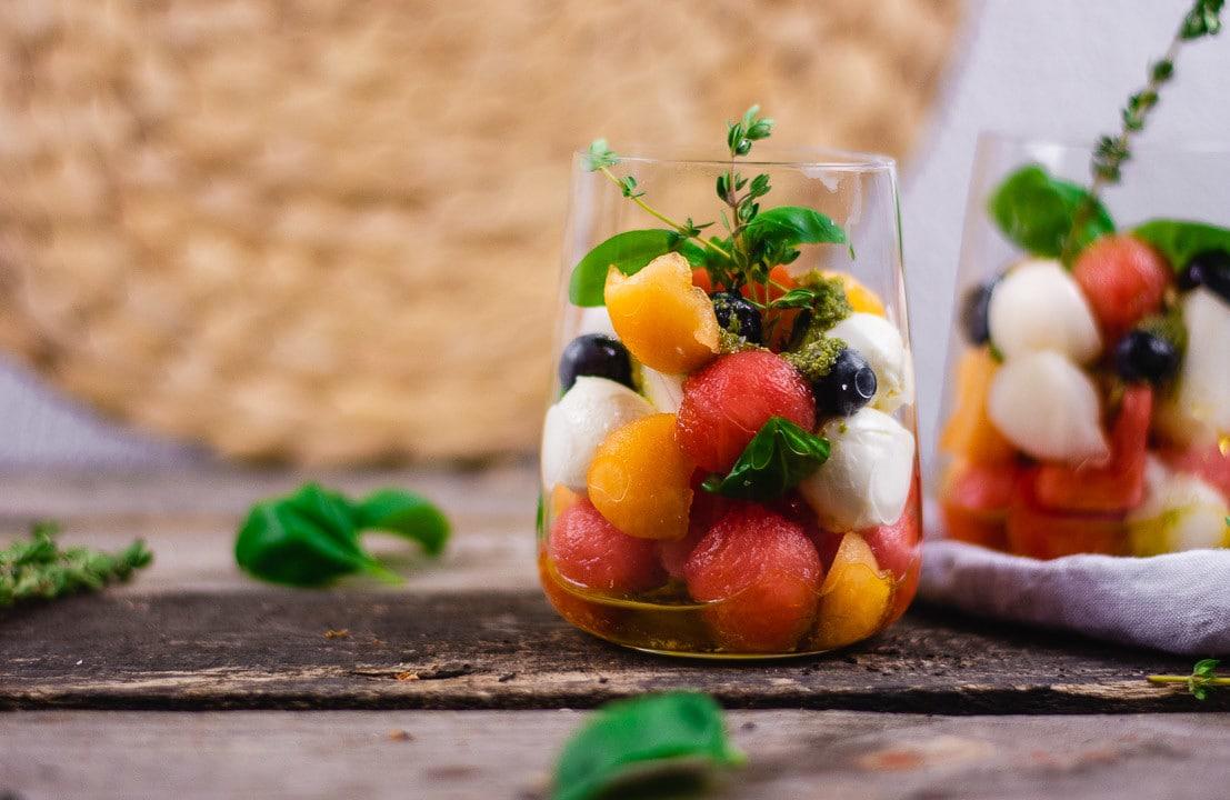Zwei Salate im Glas fürs Büro