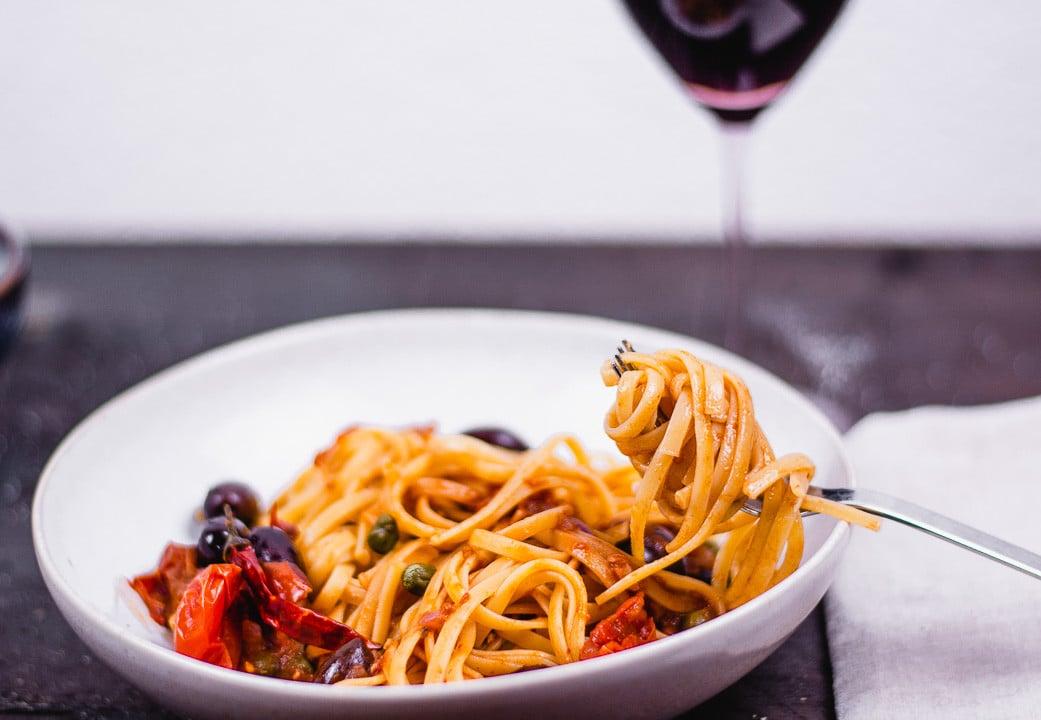 Eine Gabel umschlungen mit Spaghetti