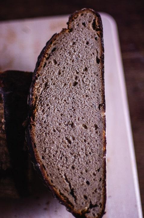 Ein halbes Brot selbst gebacken