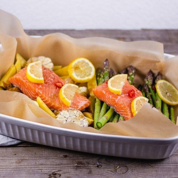 Lachs im Ofen mit Spargel und Kartoffeln