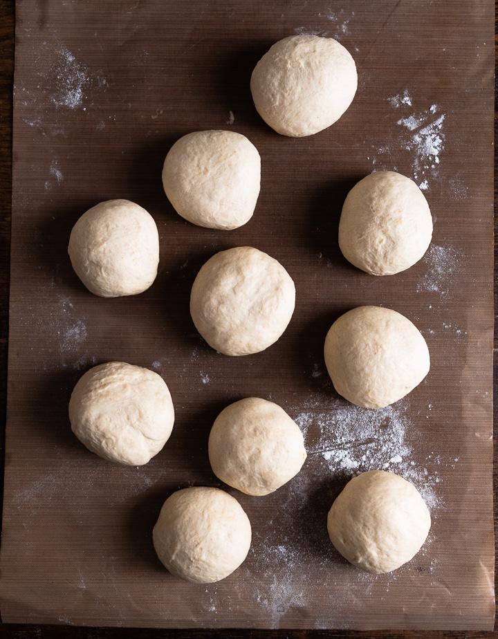 Teigbällchen für das Pita Brot.